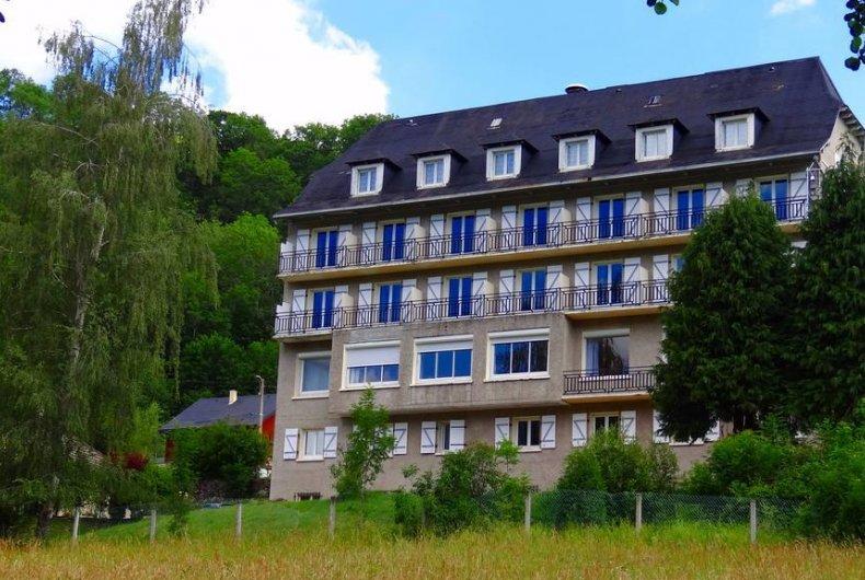 Vente Hôtel restaurant 2* d'environ 26 chambres avec salle de séminaire et parking à Laveissière dans une zone touristique, montagne (15300)