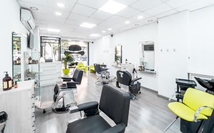 Vente Local commercial actuellement Salon de coiffure, 100 m2 en Suisse sur un emplacement N°1