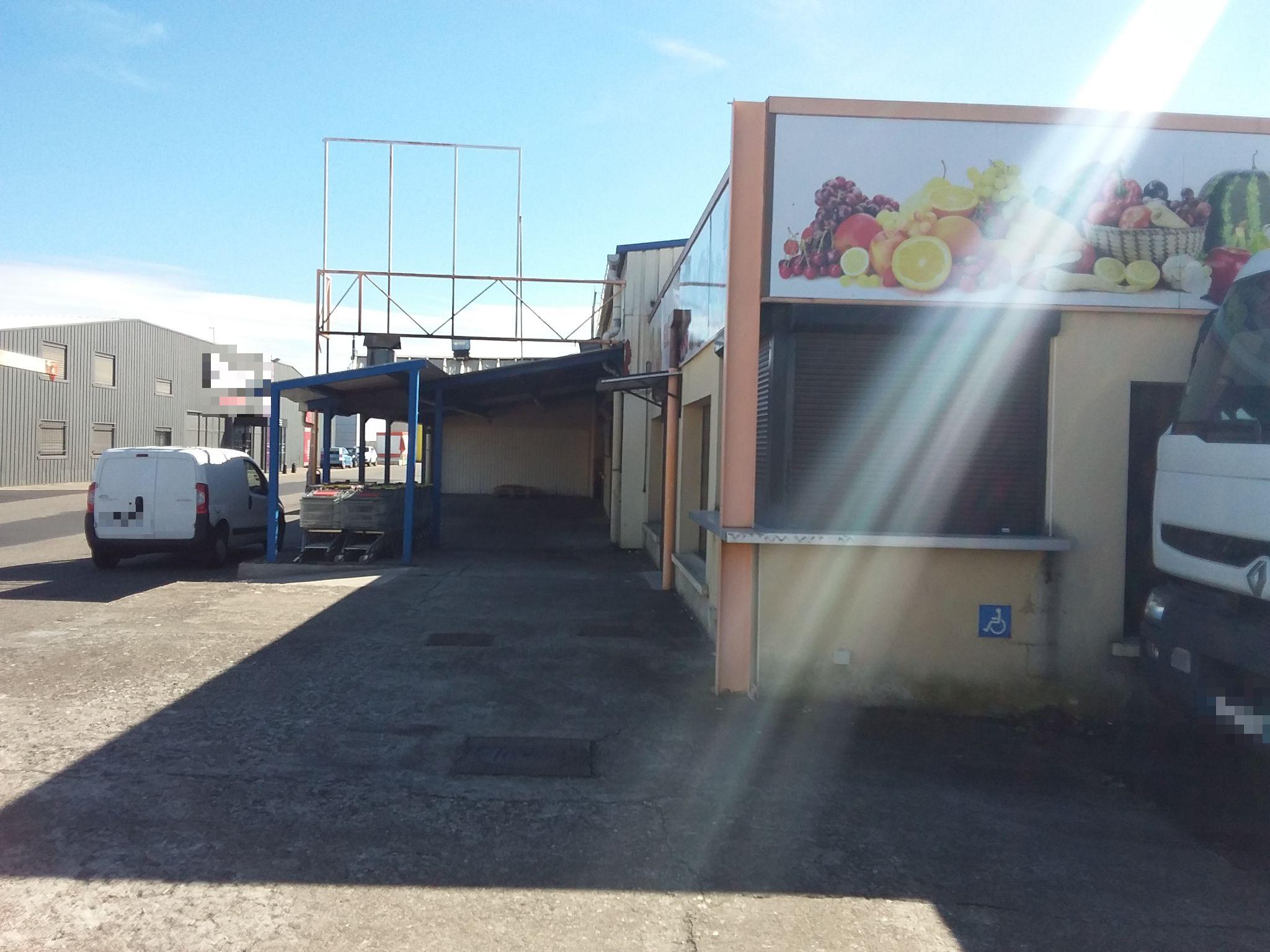 Vente Local commercial avec extraction actuellement Alimentation à Cournon-d'Auvergne dans une zone d'activité (63800) en France