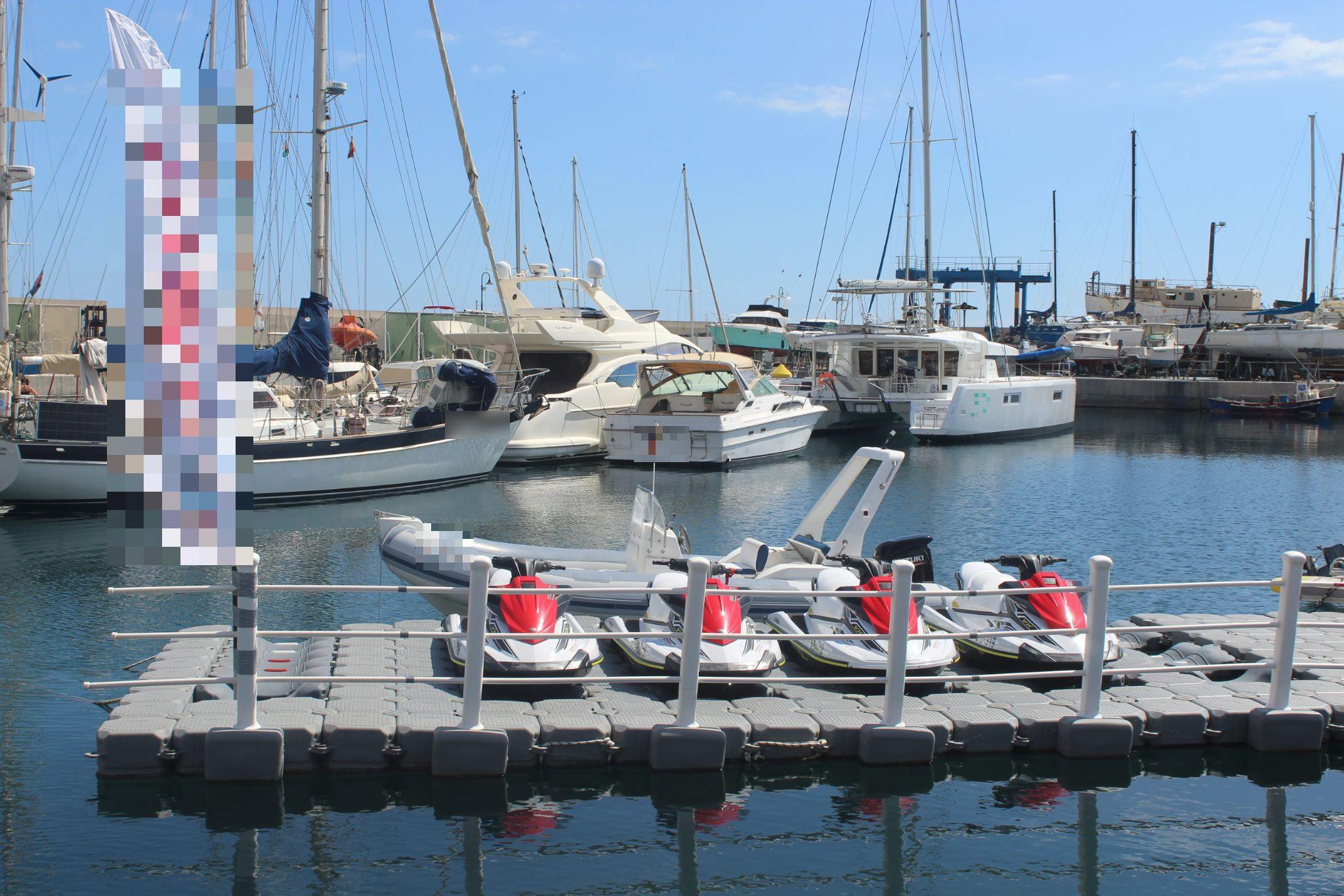 Vente Base nautique jet ski zodiac bouée tractée et WakeBoard à San Miguel