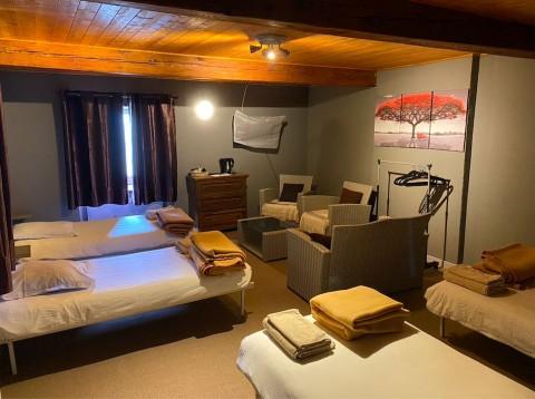 Vente Bar, Hôtel bureau, Restaurant d'environ 9 chambres avec terrasse à Dieulefit (26220)