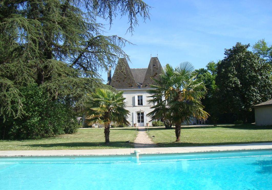 Vente Château pour Maison d'hôtes + Gîte à Pineuilh (33220)