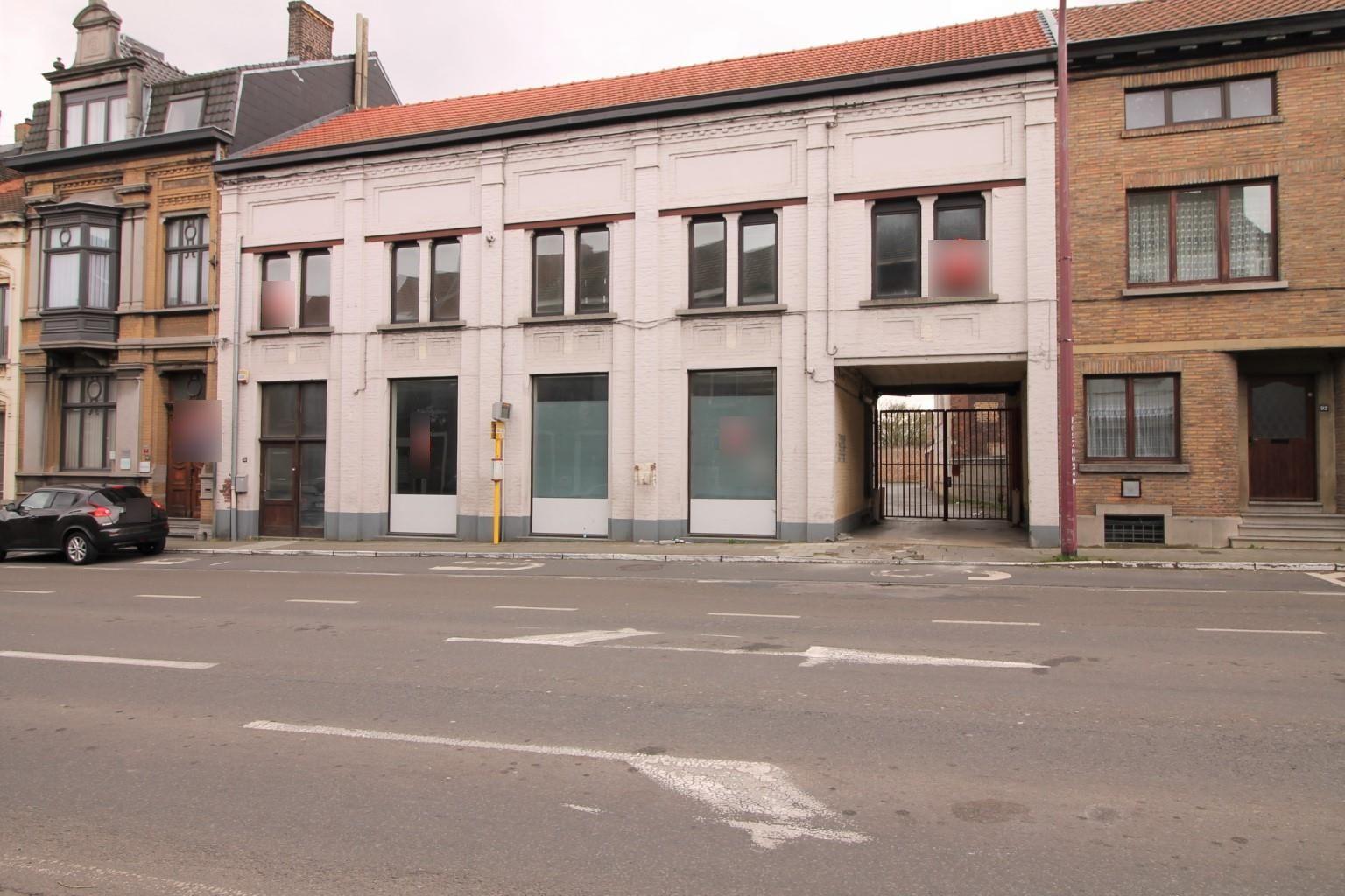 Vente Immeuble commercial avec parking pour profession libérale ou médicale à Charleroi