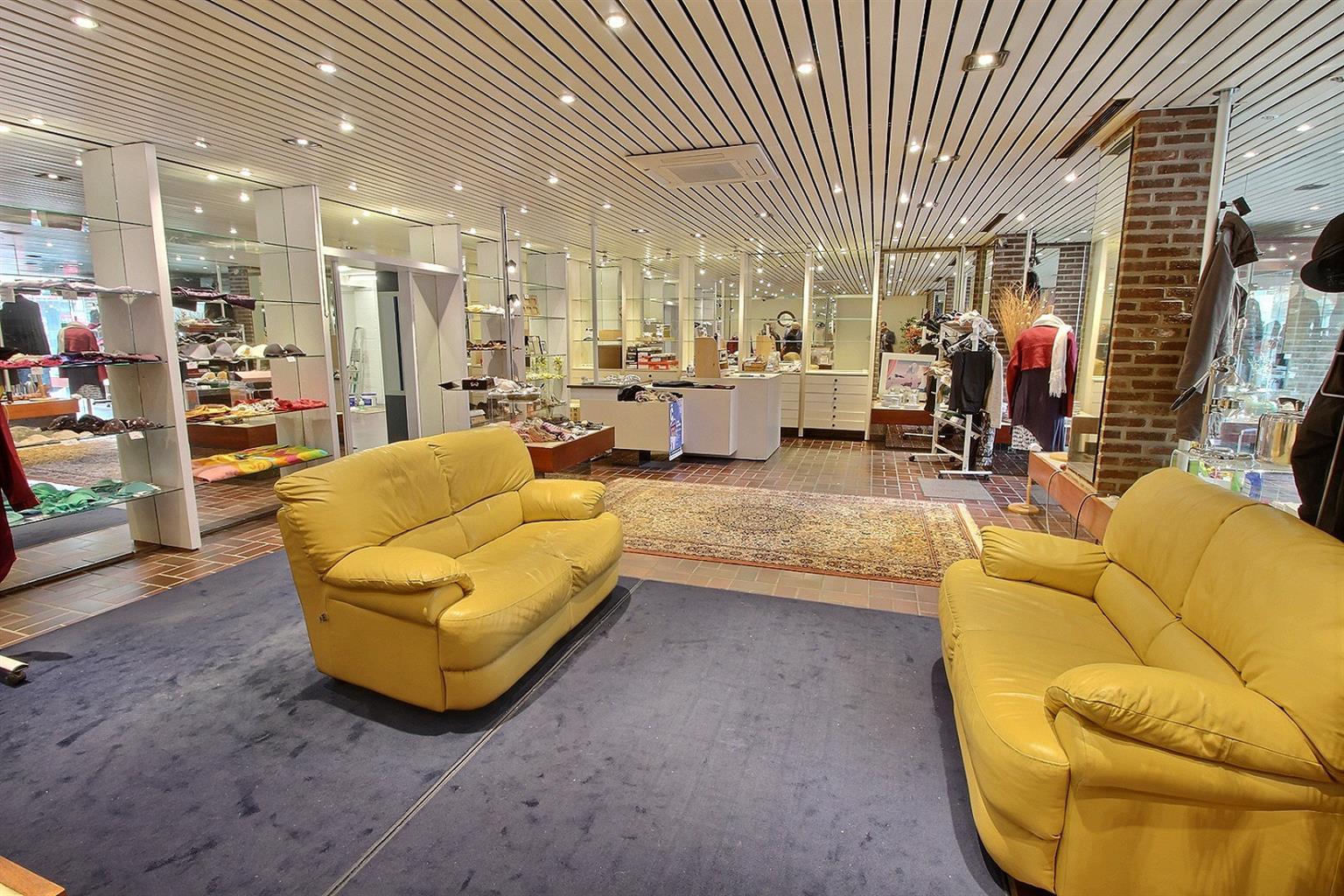Vente Magasin de vêtements / chaussures de 200m² dans le centre de Gosselies à Charleroi en Belgique