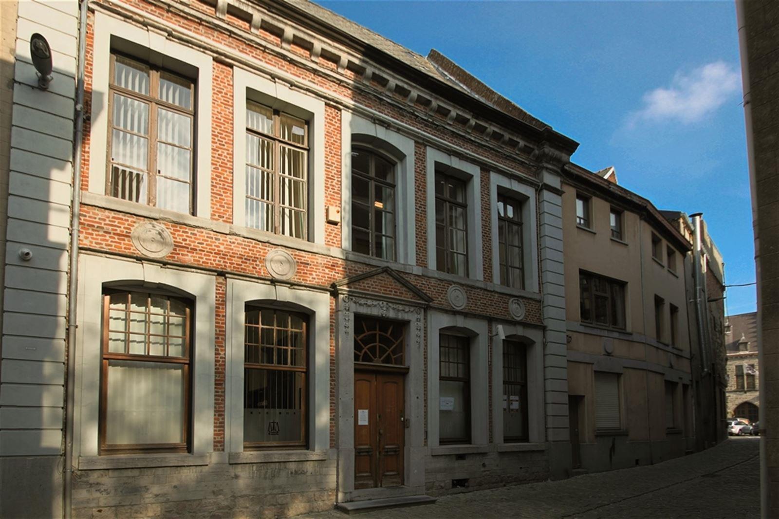 Vente Immeuble de bureaux pour profession libérale à Binche à 50m de la Grand-Place en Belgique