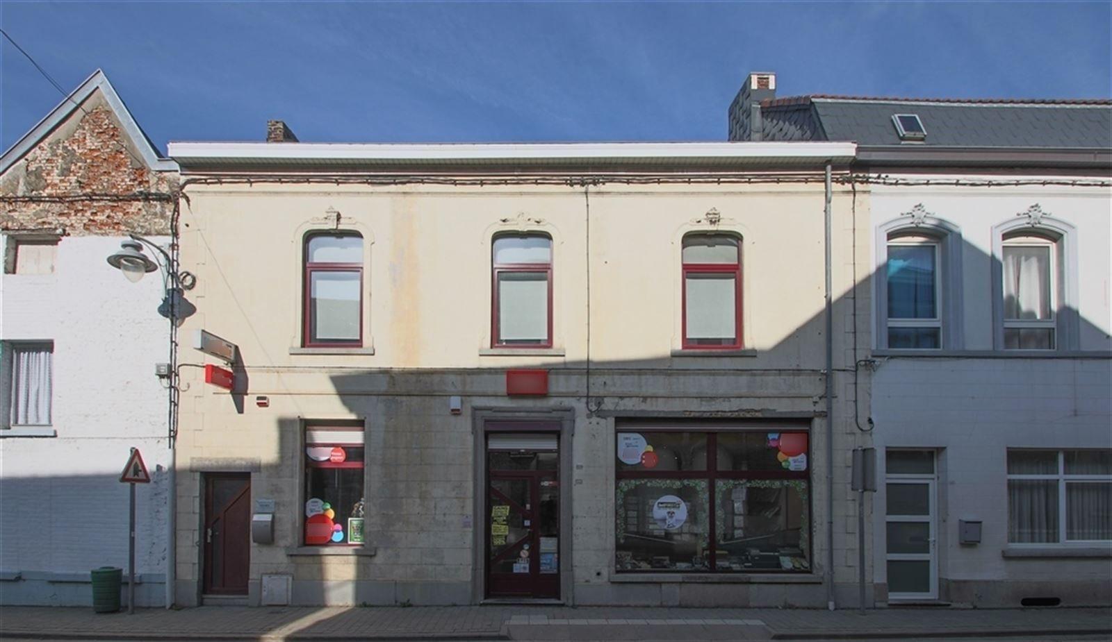 Vente Immeuble avec librairie / tabac + logement avec jardin à Estinnes-au-Mont en Belgique