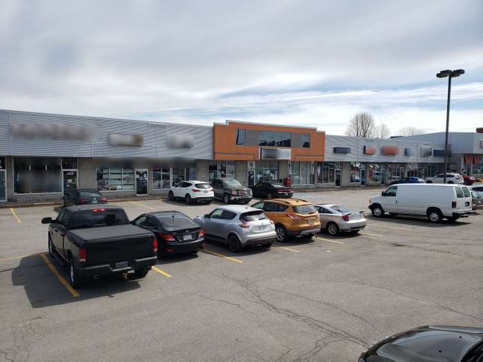 Vente Local commercial de 120m² avec façade dans un centre commercial à Québec