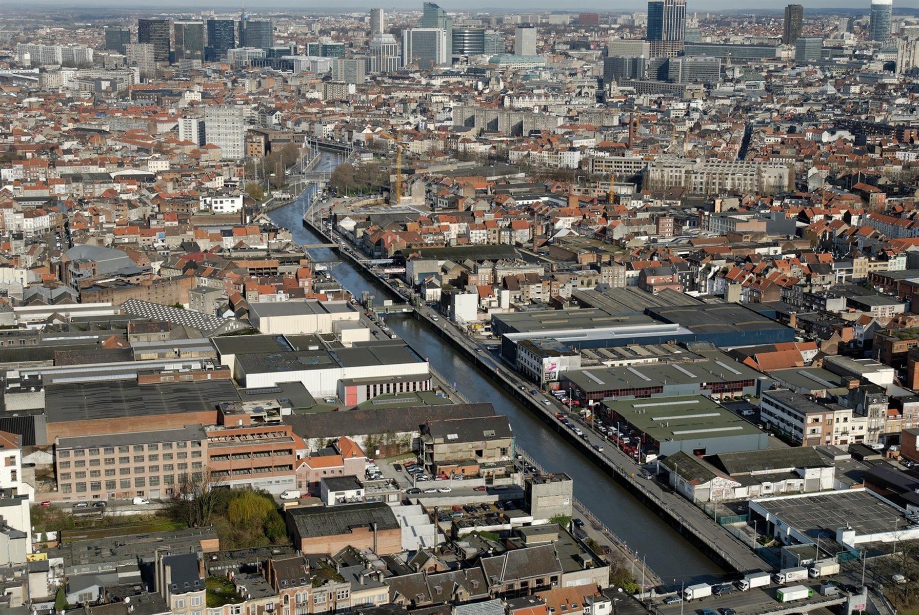Vente Immeuble industriel à Anderlecht en bordure du canal en Belgique