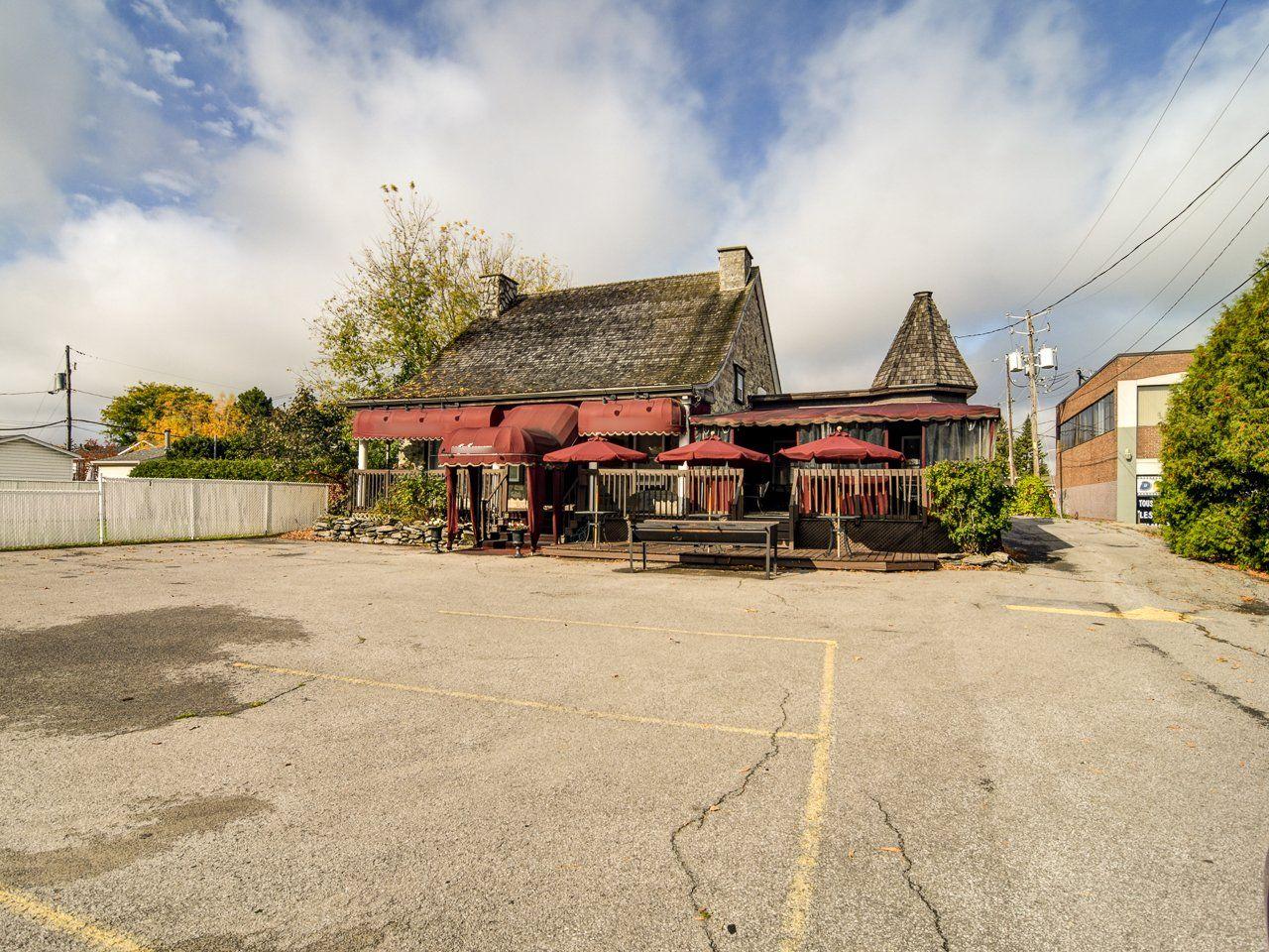 Vente Joli restaurant dans bâtisse historique bien entretenue en plein centre de Repentigny