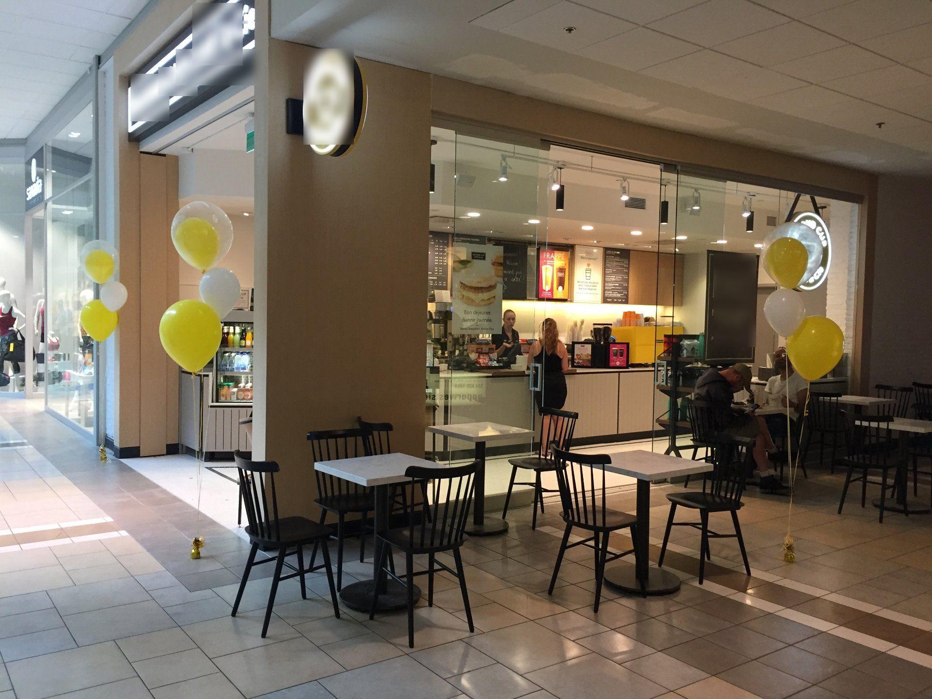 Vente Café / Beignes situé dans le centre commercial animé CF Fairview Pointe Claire