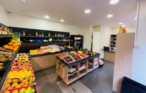 Vente Primeur, Fruits et légumes, Epicerie, Alimentation à Levallois-Perret dans une rue commerciale (92300)