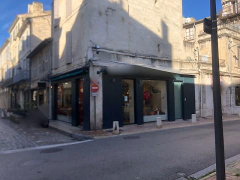 Vente Local commercial , 75 m2 à Avignon (84000)