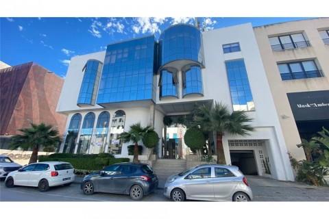Vente Local à usage bureautique, 500 m2 à Tunis situé au cœur du quartier d'affaire du Lac 1