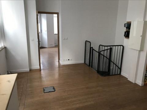 Vente Local commercial idéal pour Dentiste, Bureaux / Locaux professionnels, 60 m2 Paris (75012), dans une zone fréquentée