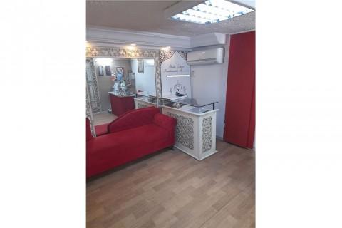 Vente Local commercial actuellement Prêt-à-porter, 32 m2 situé à Ennasr 1