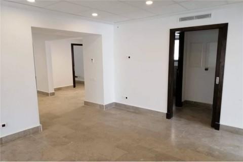 Vente Bureau au premier étage, 110 m2 à Ariana à El Menzah 6 sur artère principale
