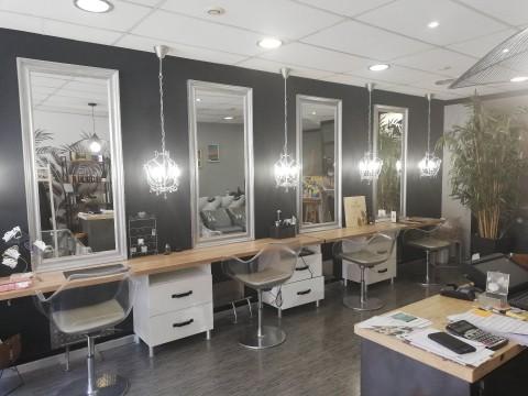 Vente Salon de coiffure, 62 m2 à Houdan en plein centre vomme (78550)