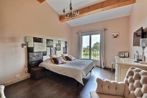Vente Chambres d'hôtes, Centre de bronzage / SPA, 396 m2 près de Toulon (83000)