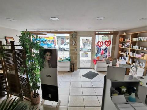 Vente Esthétique / salon de beauté, 91 m2 à Bourg-de-Péage sur un axe commerçant (26300)