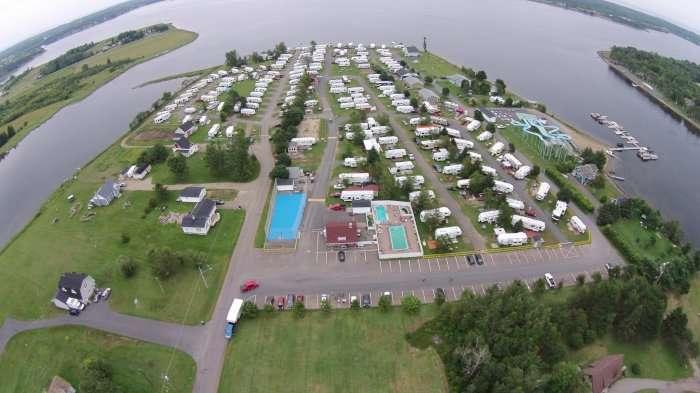 Vente Camping avec piscine et embarcadère, Côte acadienne