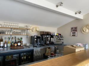 Vente Chambres d'hôtes, Restaurant licence IV 80 couverts avec terrasse près de Feurs (42110)