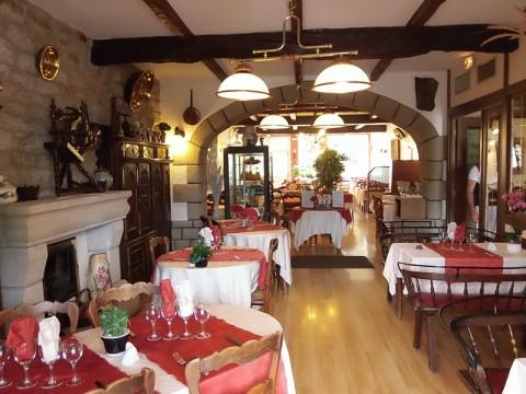 Vente Hôtel restaurant de 10 chambres avec terrasse près de Quimper sur un emplacement N°1 (29000)
