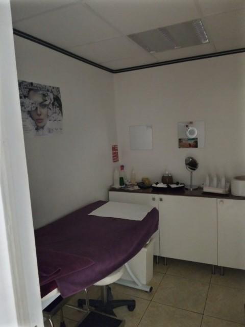 Vente Esthétique / salon de beauté, Manucure, 130 m2 Paris (75019)