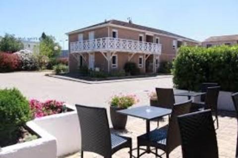Vente Hôtel bureau, Restaurant d'environ 50 chambres avec parking et terrasse près de Nîmes (30000)
