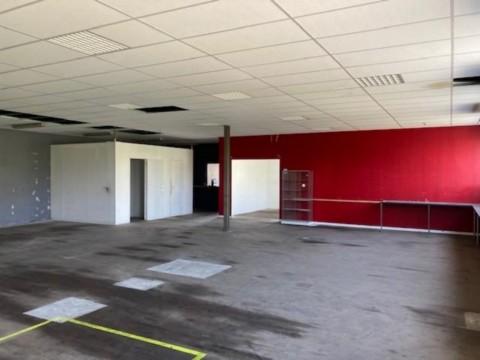 Vente Local d'activité / Entrepôt, 548 m2 à La Rochelle dans une zone d'activité (17000)