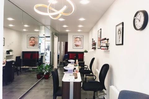 Vente Local commercial actuellement Manucure, Esthétique / salon de beauté, 42 m2 Paris (75014), dans un quartier animé