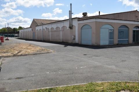 Vente Local commercial , 1400 m2 à Airvault (79600)