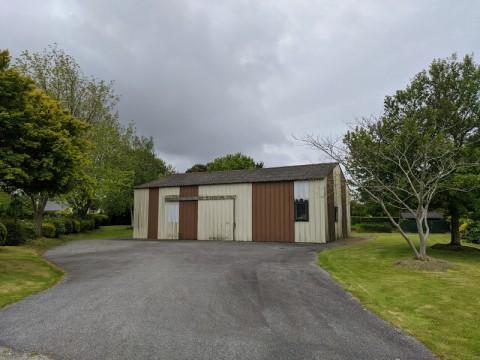 Vente Local d'activité / Entrepôt, 150 m2 à Plonévez-Porzay dans une zone artisanale (29550)