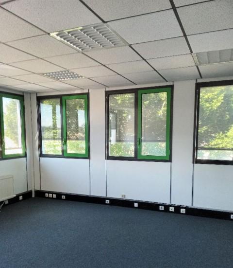 Vente Bureaux / Locaux professionnels, Local d'activité / Entrepôt, 151 m2 à Bourg-en-Bresse (01000)