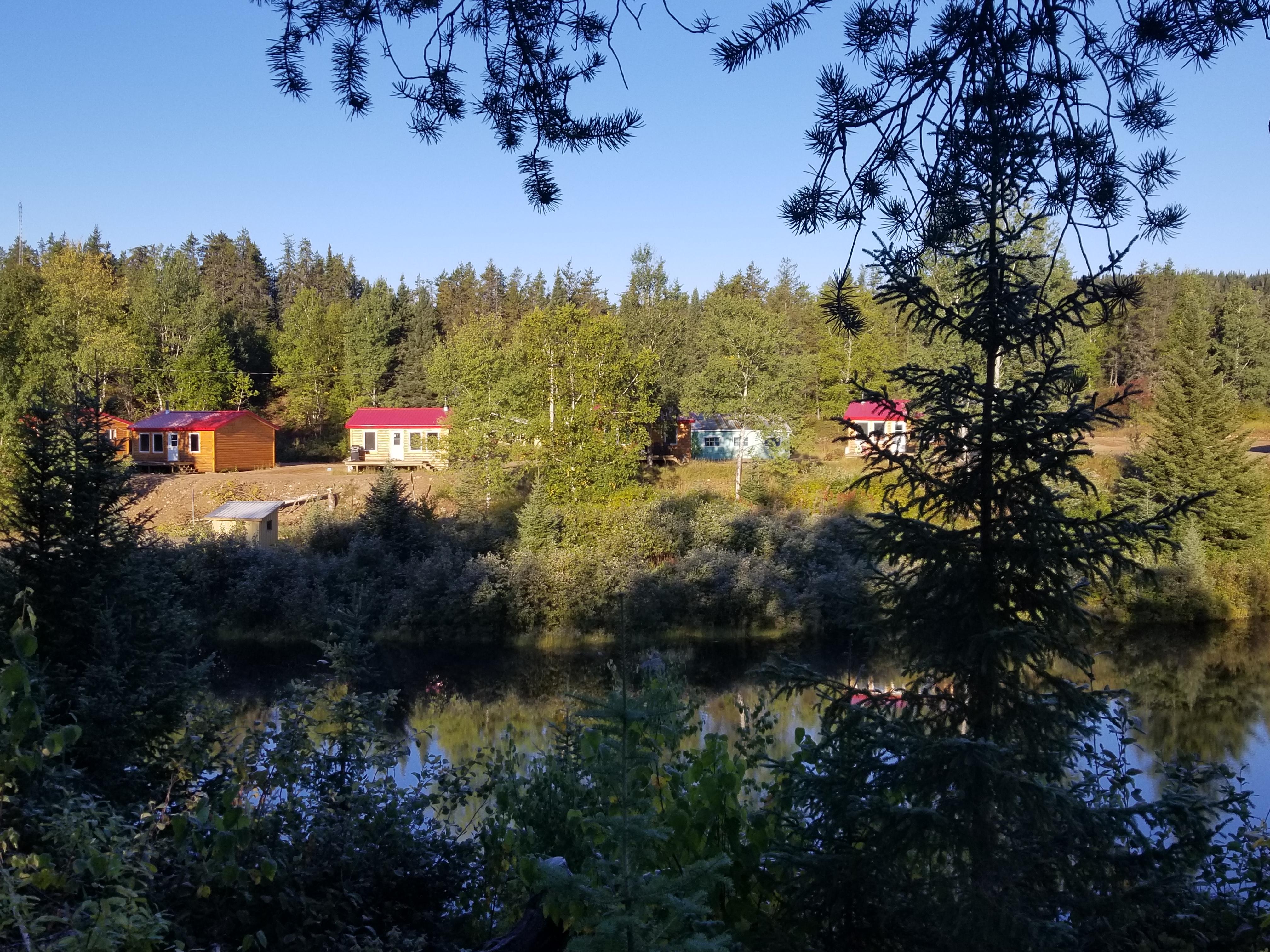 Vente Gîte avec 19 chalets, entourés d'une riche faune et flore de 245 km2 à Lac-Doré