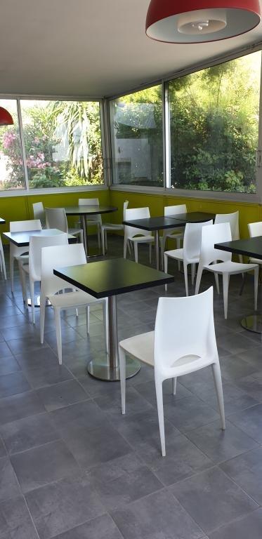 Vente Bar, Hôtel bureau 3* de 34 chambres avec parking et terrasse à Montpellier (34000)
