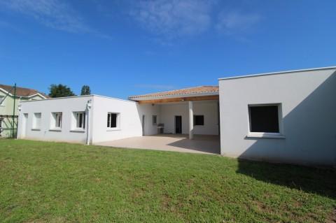 Vente Bureaux / Locaux professionnels, 370 m2 à Villeneuve-sur-Lot dans une zone fréquentée (47300)