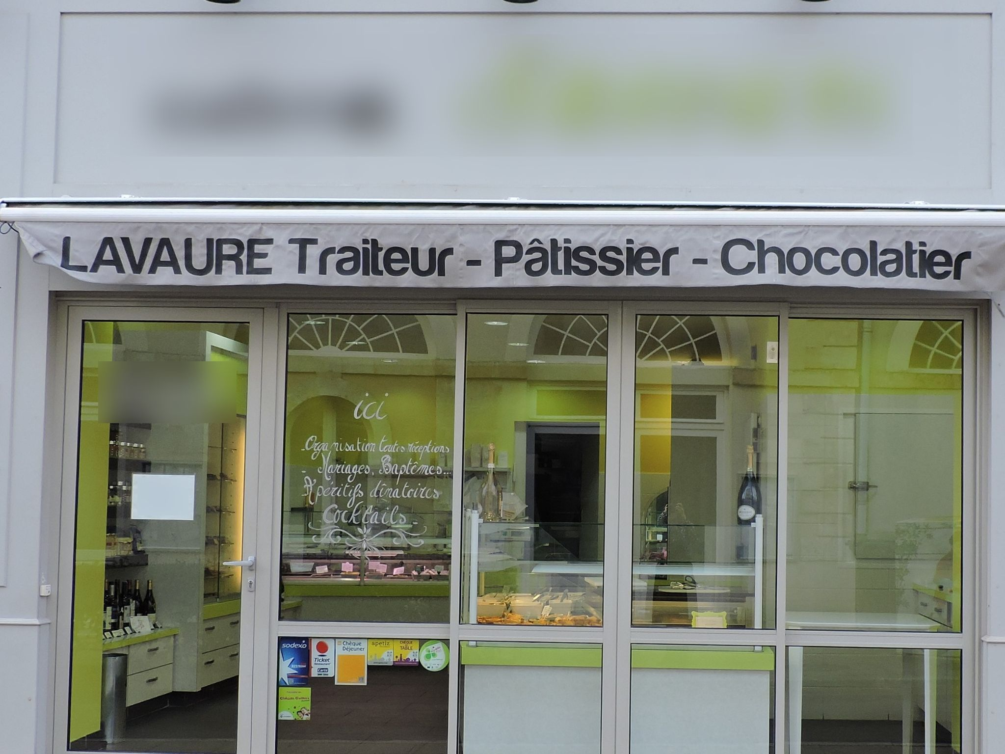 Vente Commerce, traiteur, plats à emporter, chocolatier, pâtisserie Ruffec en Charente