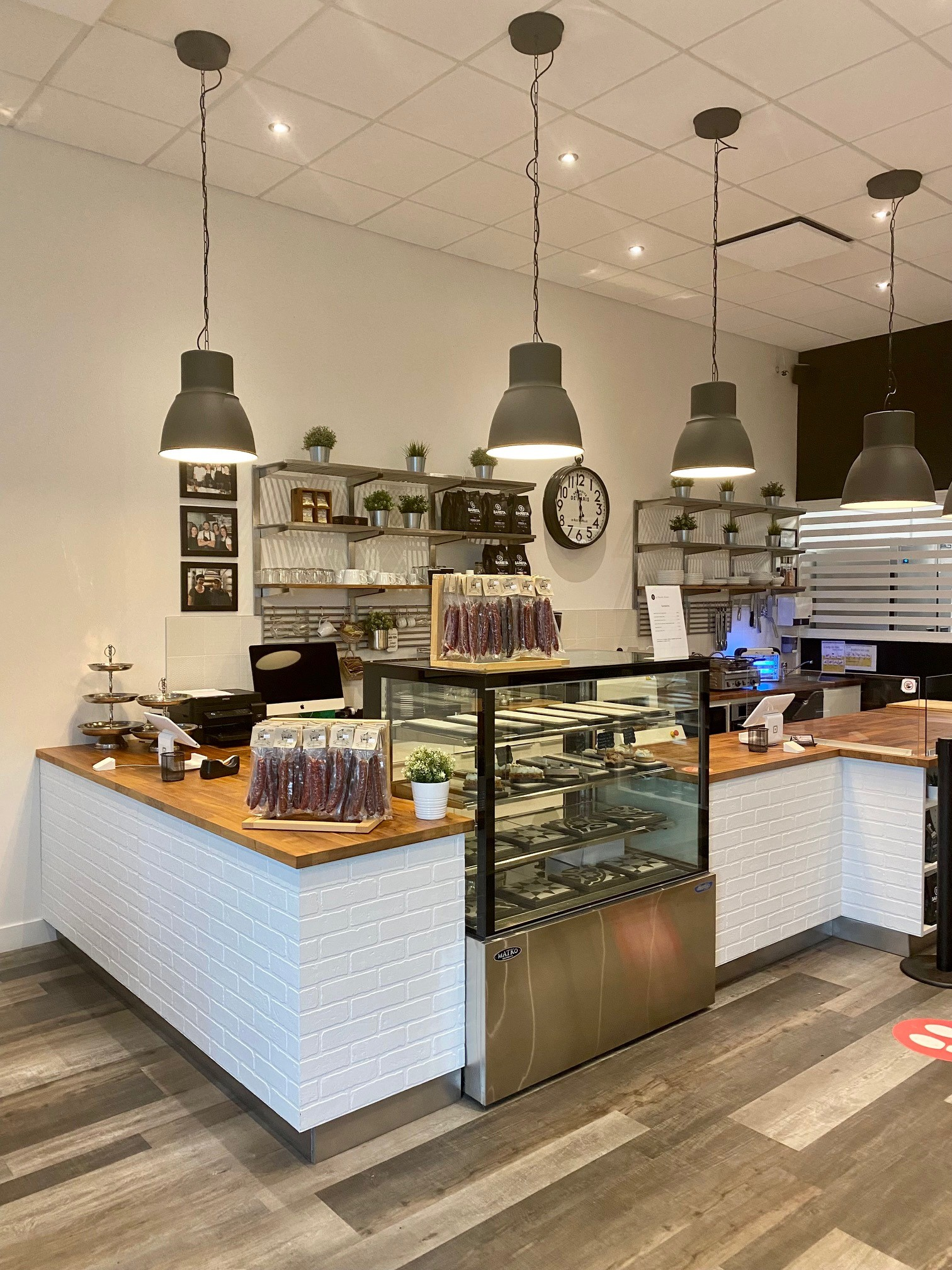Vente Boulangerie, Pâtisserie artisanale récemment rénovée Rive-Sud de Montréal au Canada
