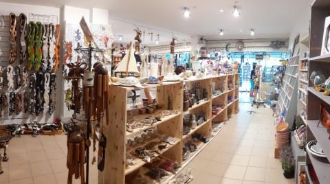 Vente Vente de souvenirs, cadeaux, art, décoration, poterie, minéraux, bijoux, ésotérique à Agde dans une station balnéaire touristique (34300)