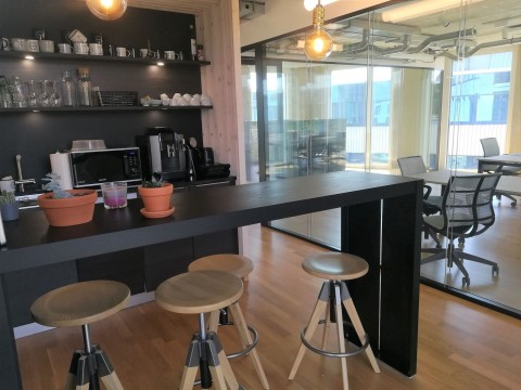 Vente Bureaux / Locaux professionnels Vos bureaux de 360 m2, vue sur le lac, Plug & Play, meublés, aménagés, à louer à Morges, 360 m2 à Morges en Suisse