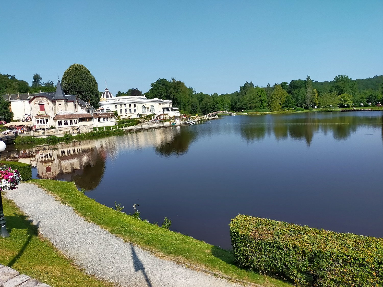 Vente Presse, FDJ, cadeaux, salon de thé à Bagnoles de l'Orne Normandie face au lac (61140)