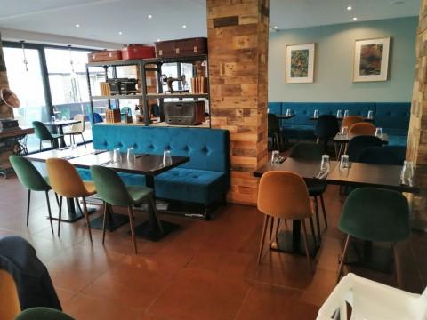 Vente Restaurant, Salon de thé 70 couverts avec terrasse à Nanterre dans une rue commerçante (92000)