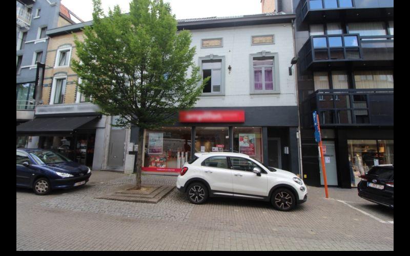Vente Rez commercial loué à Hal en plein centre ville en Belgique
