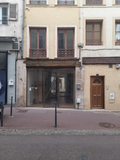 Vente Local commercial , 28 m2 à Mâcon (71870)