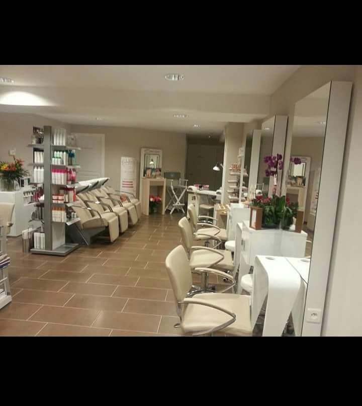 Vente Salon de coiffure et d'esthétique à Moussy-le-Neuf dans le centre ville, sur un emplacement N°1 (77230)