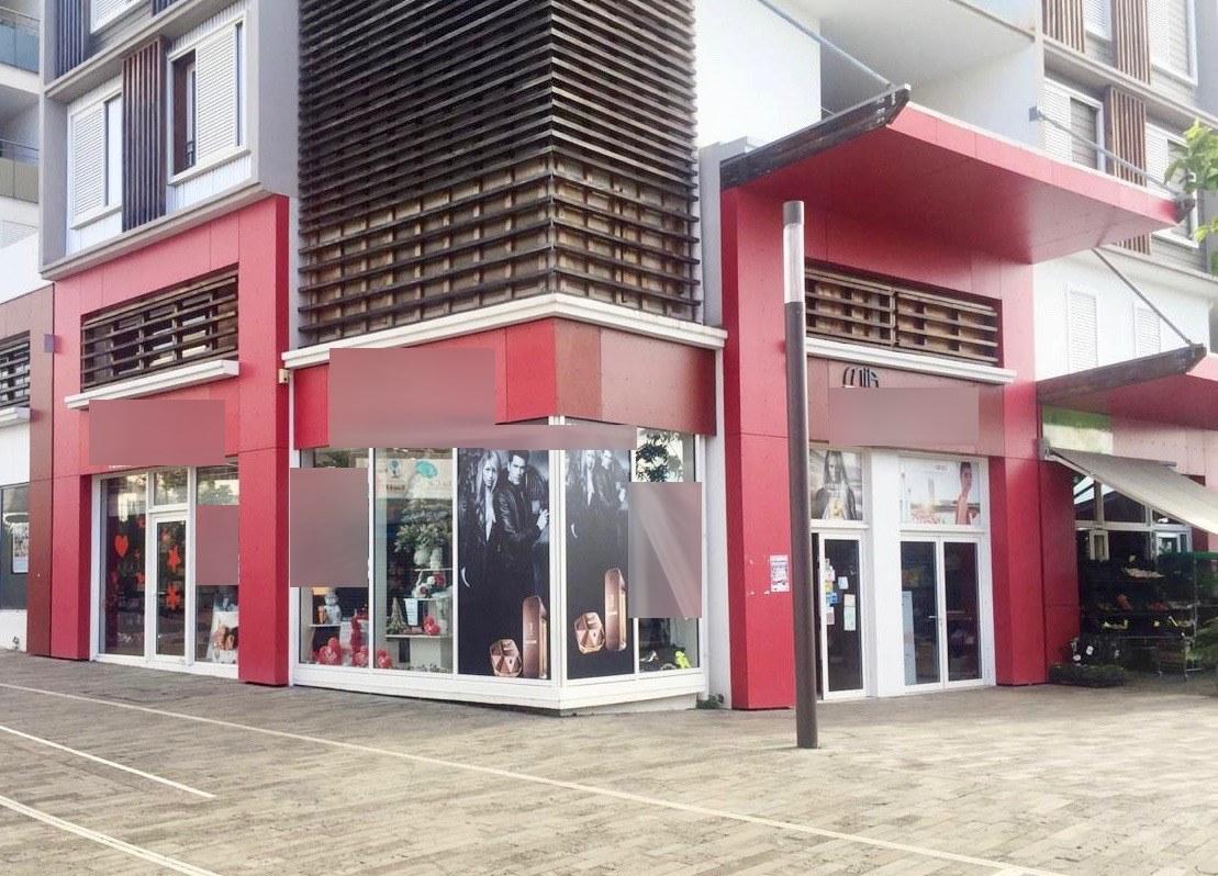 Vente Vente et conseil parfums, soins, maquillage, 160 m2 à La Réunion