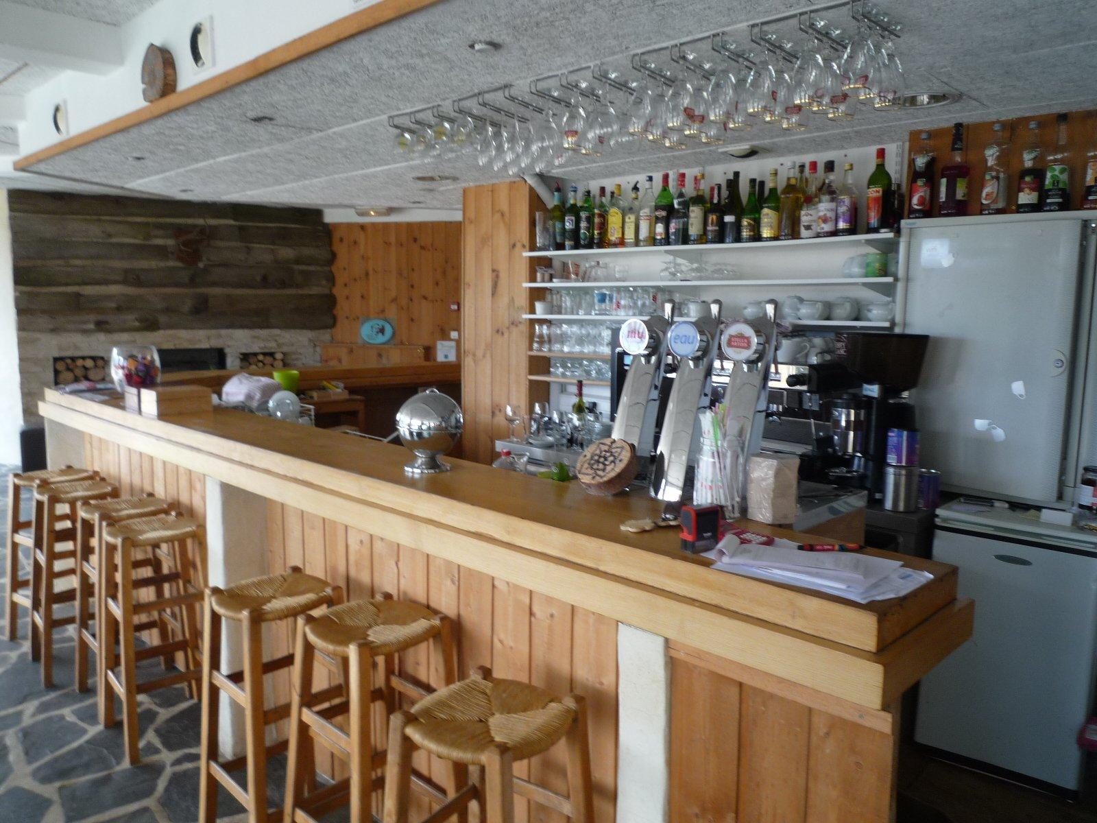 Vente Hôtel, gite, restaurant, bar et  complexe sportif avec spa et salle de séminaire de 98 chambres à Le Bleymard (48190)