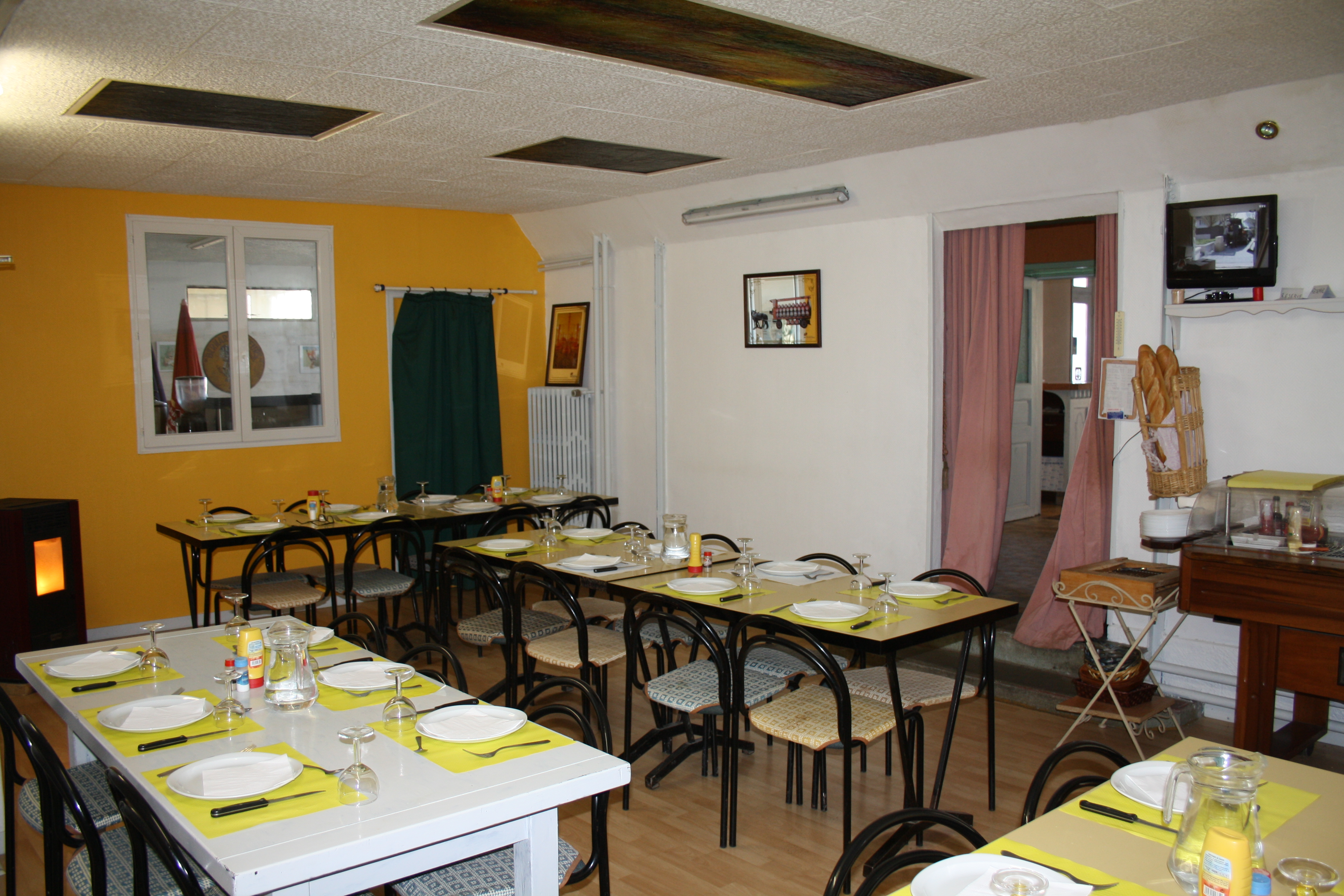 Vente Hôtel restaurant, bar et traiteur de 3 chambres près de Nogent-le-Rotrou (28400)