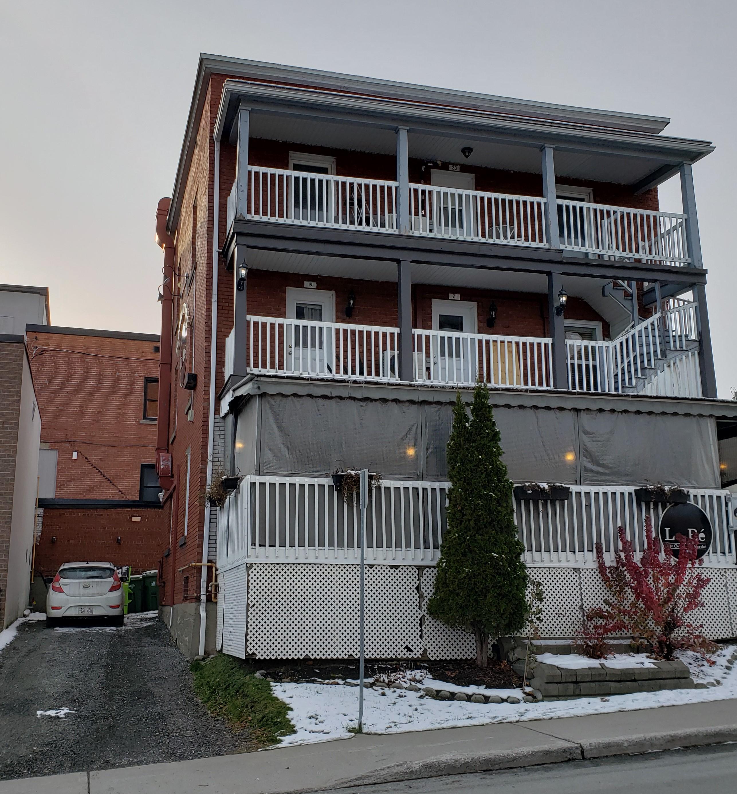 Vente Restaurant, Organisation de réception, Traiteur licence IV 36 couverts avec terrasse en Estrie, dans la province du Québec au Canada