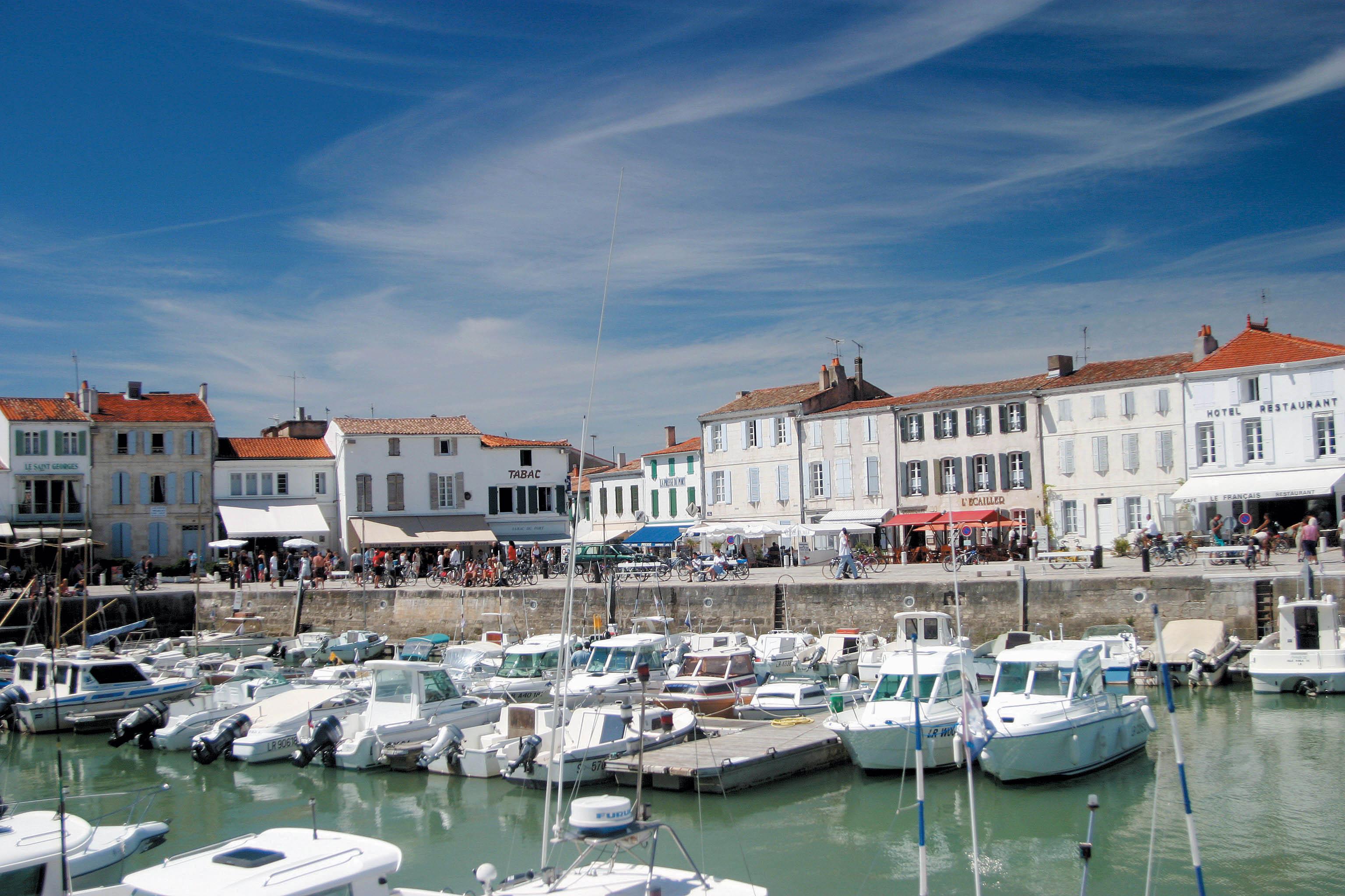 Vente Demeure de caractère ; ensemble de tourisme meublés avec 21 pièces ; 9 locations ; près de La Rochelle bord de mer (17000)